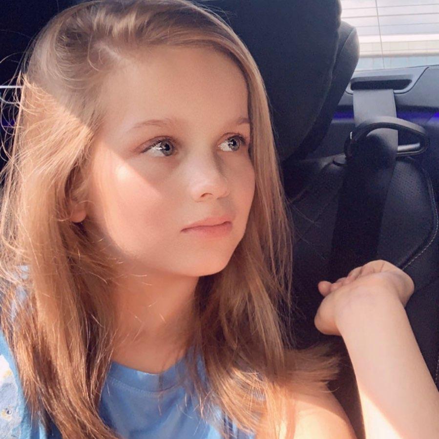Кавер певица Ксения Канн, ее биография и песни.