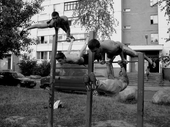 занятия во дворе, 2012-й год, фейсбук Евгения Лося