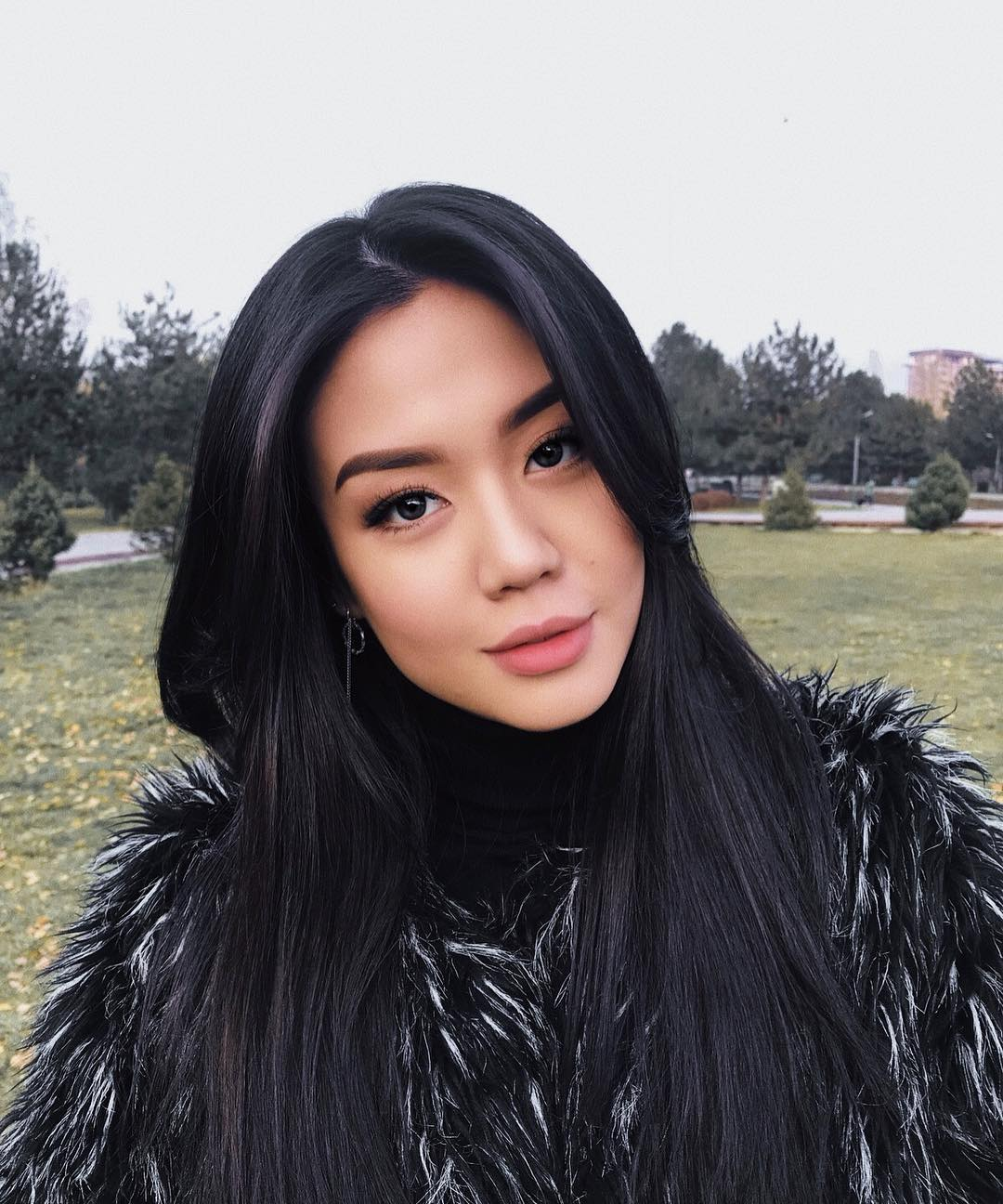Айжан Асемова: биография Instagram блогерши